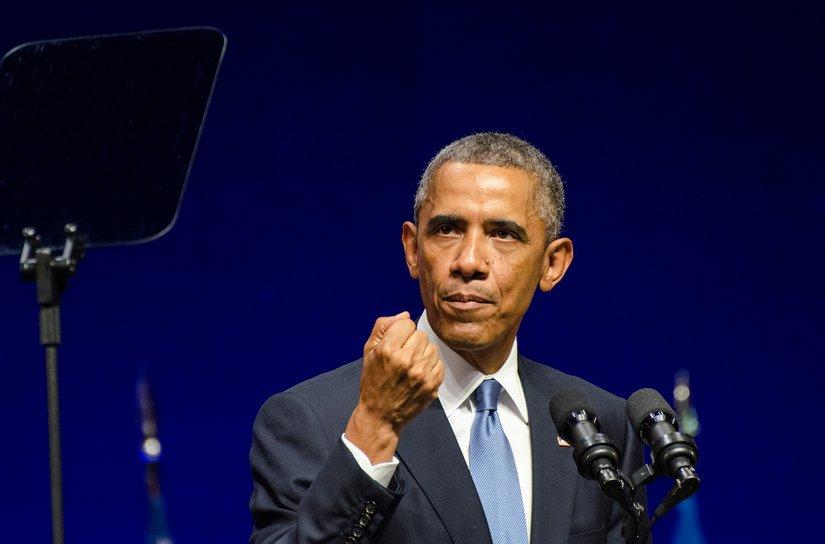 Raggedy skeleton man, Barrack Obama in Estonia pounding the NATO war drums - courtesy Johan Viirok