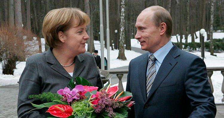 Angela Merkel with Vladimir Putin
