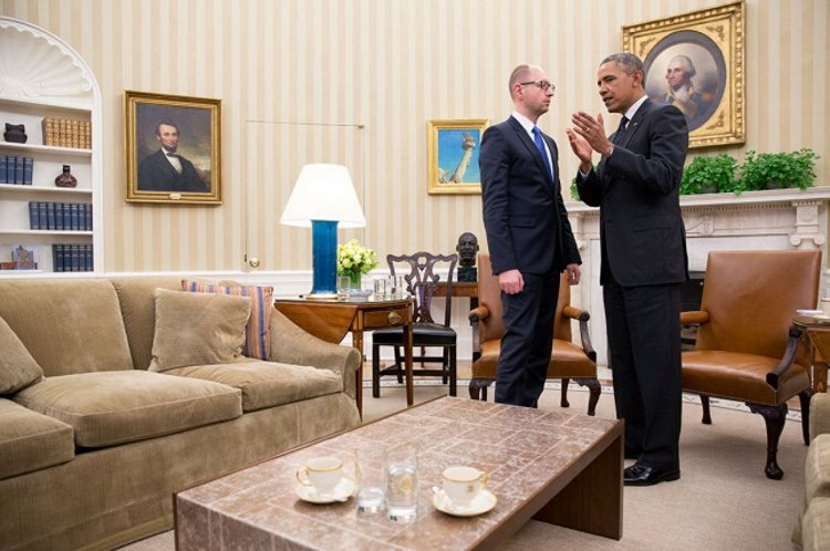 U.S. President Barack Obama talks with Arseniy Yatsenyuk