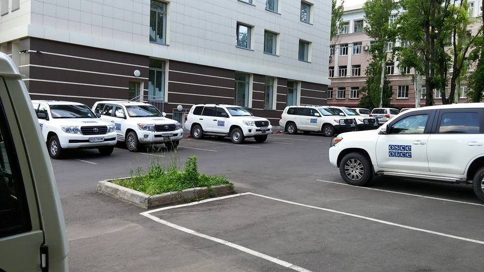 American freedom fighter Zak Novak photos of brand new OSCE rides in Donetsk