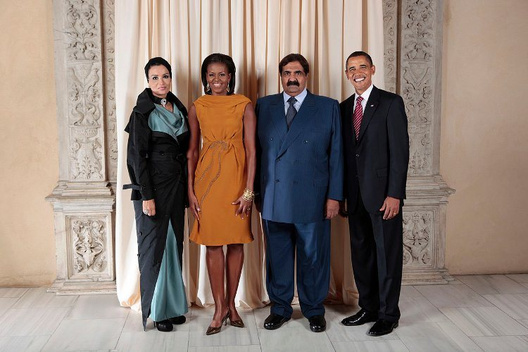 Qatar's Sheikh Hamad with (L-R) Sheikha Mozah, wife of the emir, Michelle Obama, the Emir, and Barack Obama